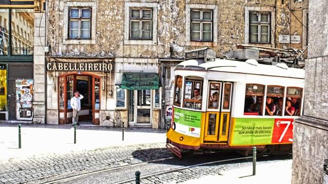 Passeio no Elétrico 28 em Lisboa