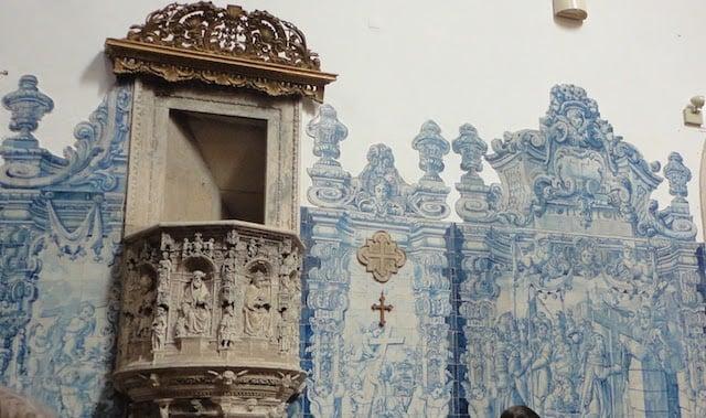 Detalhe azulejo da Igreja do Mosteiro de Santa Cruz
