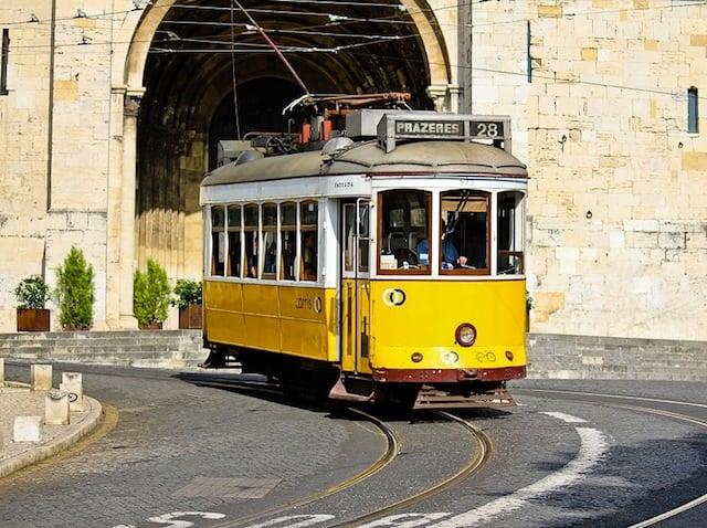 Passeio de Elétrico 28 em Lisboa