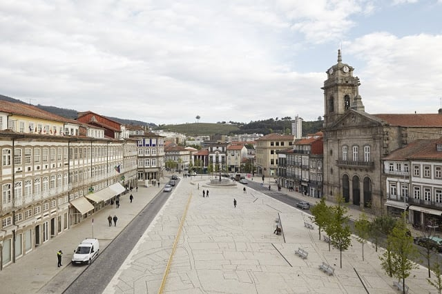 Aluguel de carro em Guimarães em Portugal: Economize muito