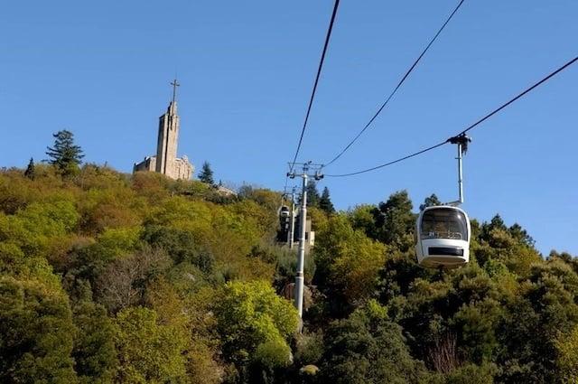 Teleférico de Guimarães e Santuário da Penha ao fundo