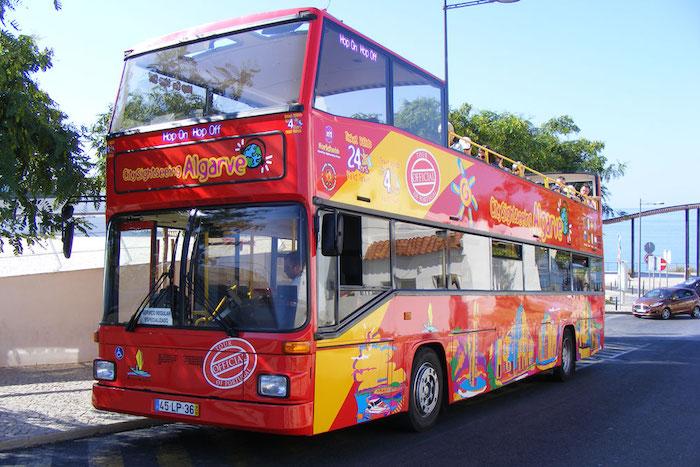 Passeio ônibus hop on hop off em Albufeira
