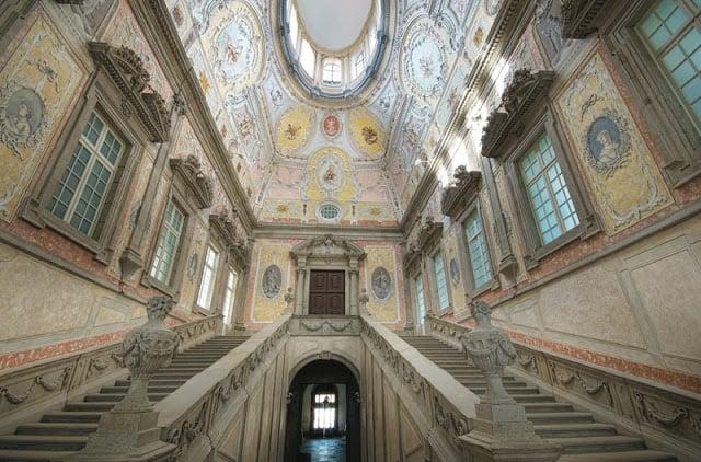Átrio e escadaria do Paço Episcopal do Porto