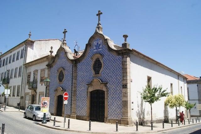 Fachada de azulejos da Igreja da Misericórdia em Bragança