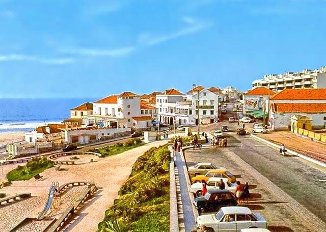 Estacionamento e parquinho para crianças na Praia das Maçãs