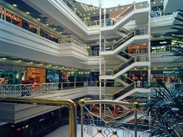 Interior do Shopping do Bom Sucesso no Porto