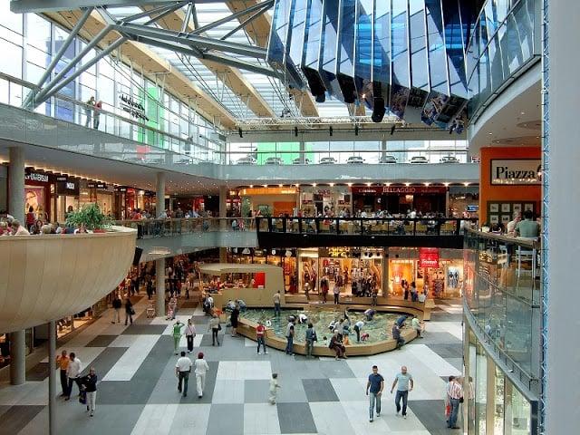 Interior do Norte Shopping no Porto