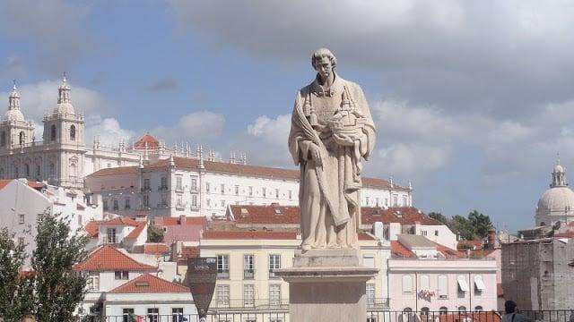 Estátua em homenagem a São Vicente