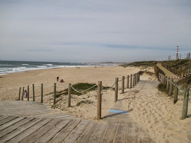 Praia do Aterro no Porto em Portugal