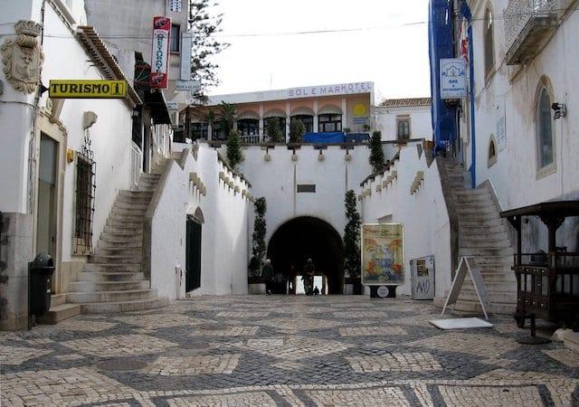Túnel que leva até à Praia do Túnel