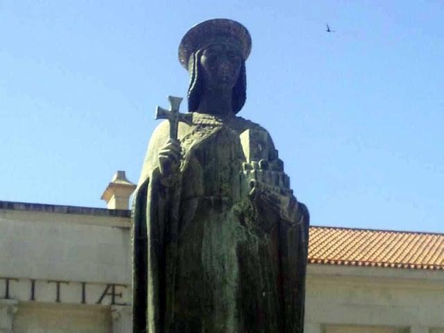 Escultura da Condessa Mumadona em Guimarães