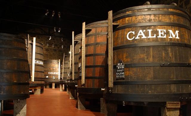 Visita às caves de vinho do Porto