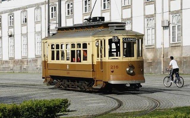 Passeio de Elétrico pelo Porto