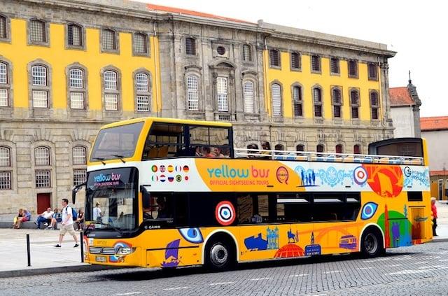 Ônibus Hop On Hop Off no centro do Porto
