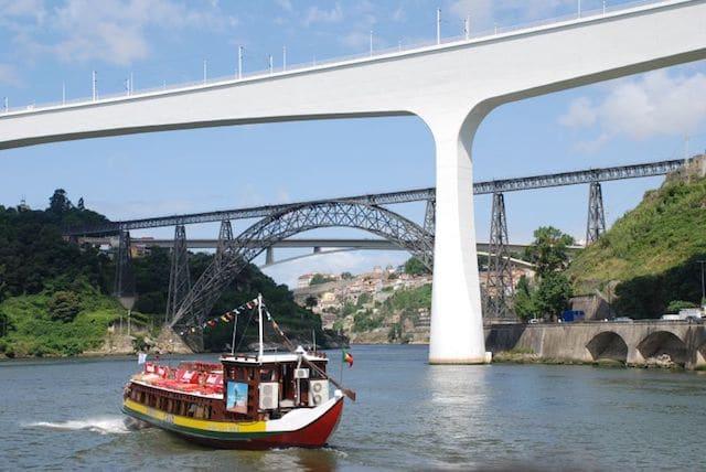 Vista das pontes no Rio Douro