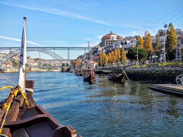 Vista do barco rabelo no Rio Douro