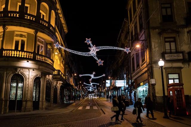 Ruas com luzes de Natal