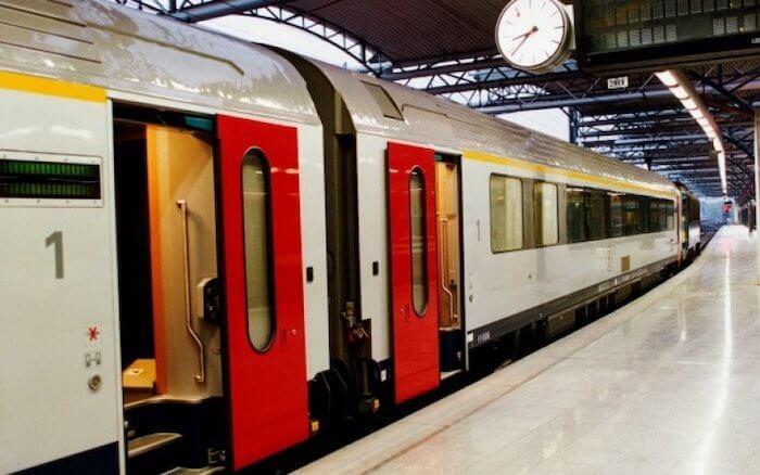 Trem na estação de Bruxelas