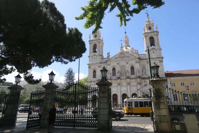 Fachada da Basílica da Estrela em Lisboa