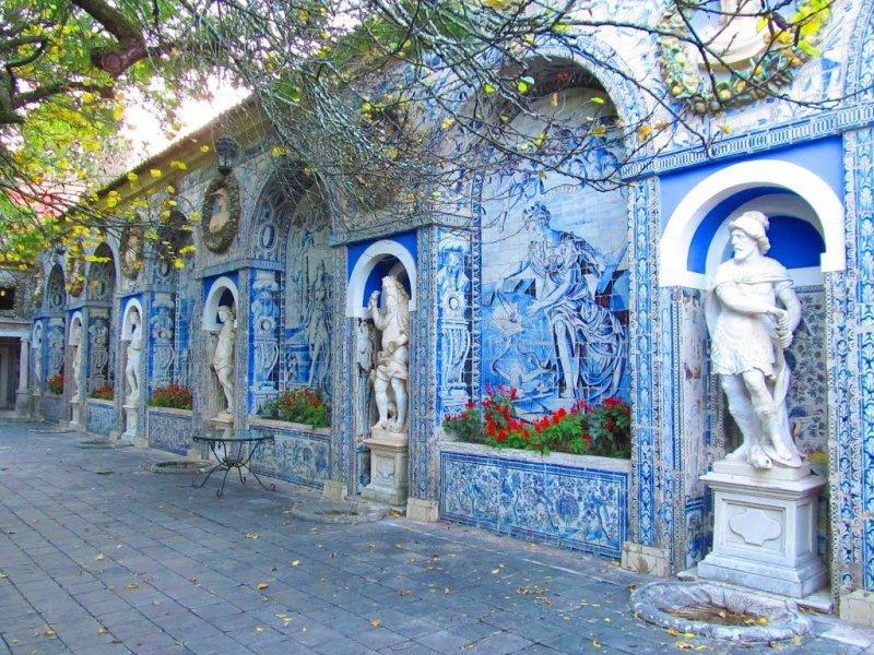 Esculturas no Palácio dos Marqueses da Fronteira em Lisboa
