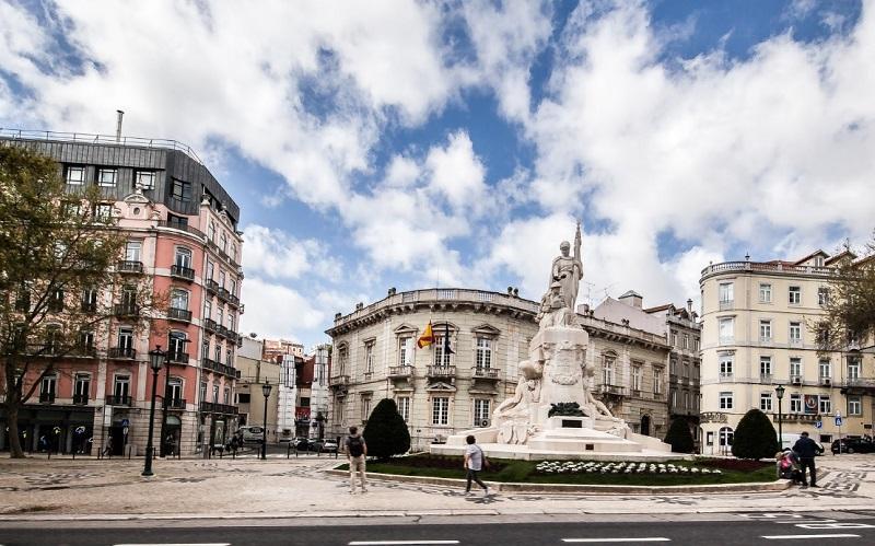 Monumento aos Mortos de Guerra na Avenida da Liberdade em Lisboa
