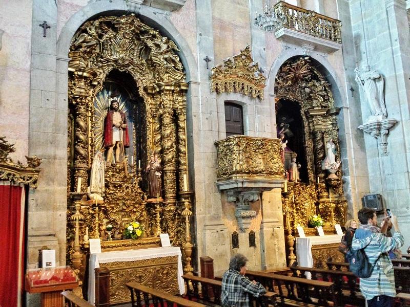 Decoração no interior da Igreja do Carmo no Porto