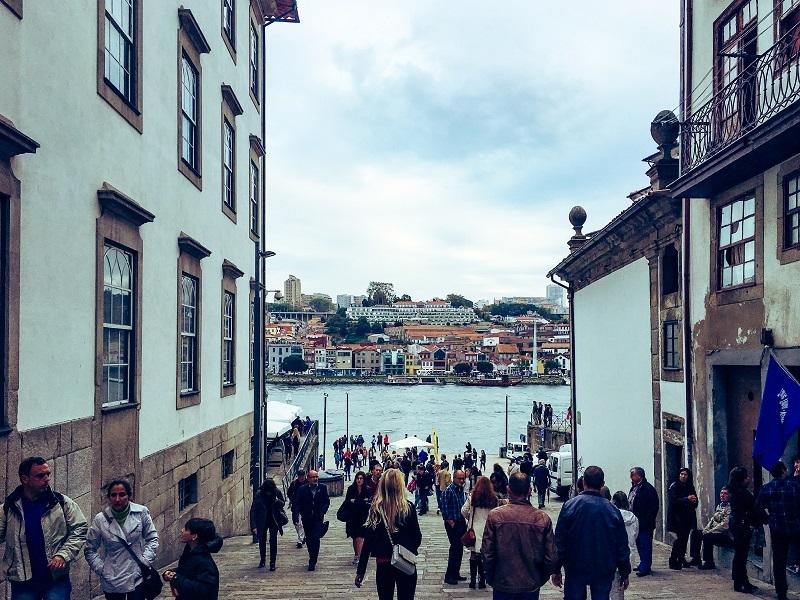 Casa do Infante e rio Douro ao fundo no Porto
