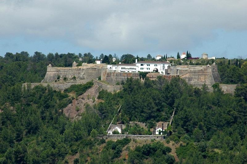 Castelo de São Filipe visto de longe