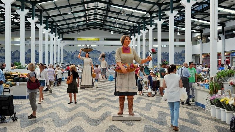 Estátuas no Mercado do Livramento em Setúbal