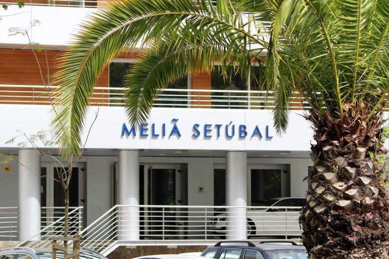 Entrada do hotel Meliã em Setúbal