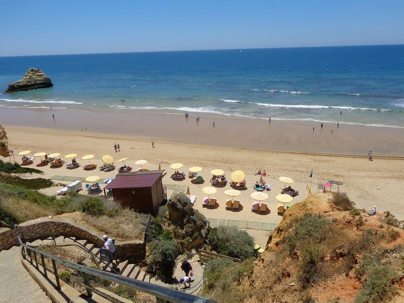 Escada de acesso a Praia dos Três Castelos
